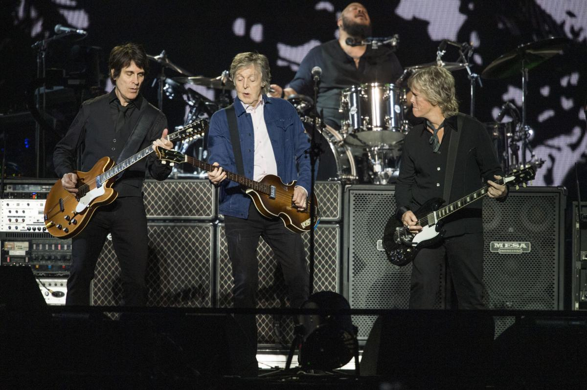paul mccartney review 39 freshen up 39 concert in new orleans a 38 song showcase of his hits and. Black Bedroom Furniture Sets. Home Design Ideas