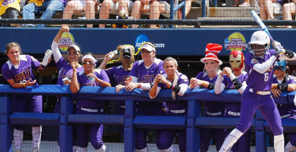 LSU delivers 'too much' everything in overpowering Auburn in opening round at Women's College World Series _lowres