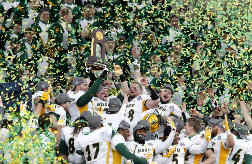 North Dakota State makes it four straight FCS titles by rallying past Illinois State 29-27 _lowres