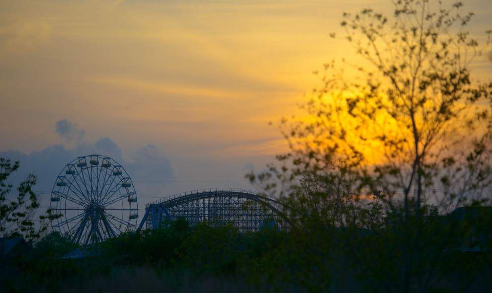 Teens robbed inside abandoned Six Flags Amusement Park in New Orleans East _lowres