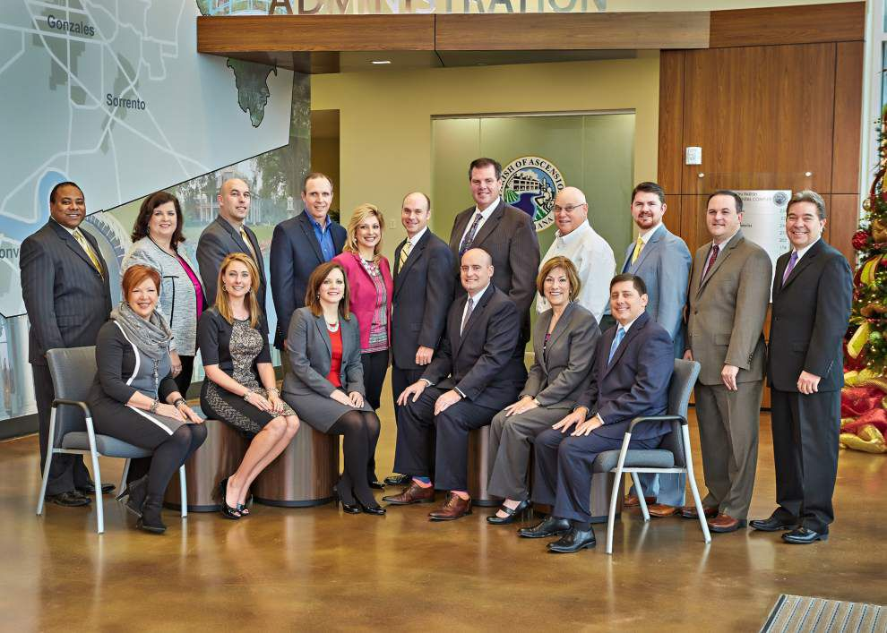 Chamber board leadership changes hands _lowres