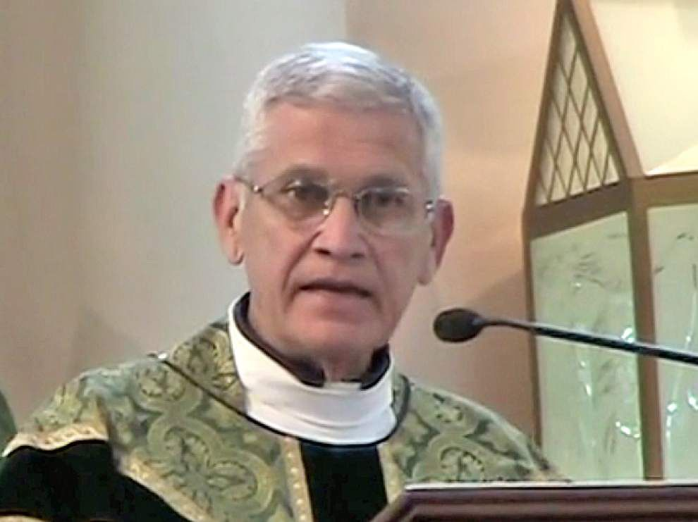 Bishop reassures congregation _lowres