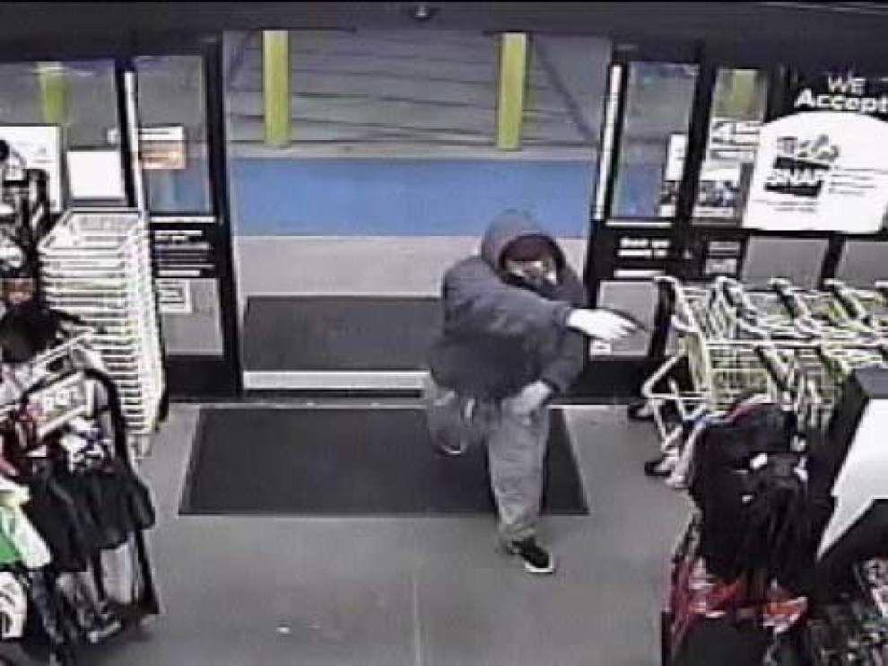 Lafayette deputies seek armed robber of Dollar General _lowres