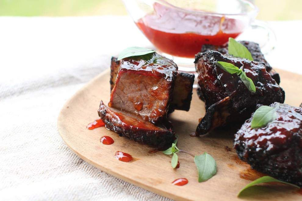 Pigs get off the hook for summer-friendly grilled short ribs _lowres