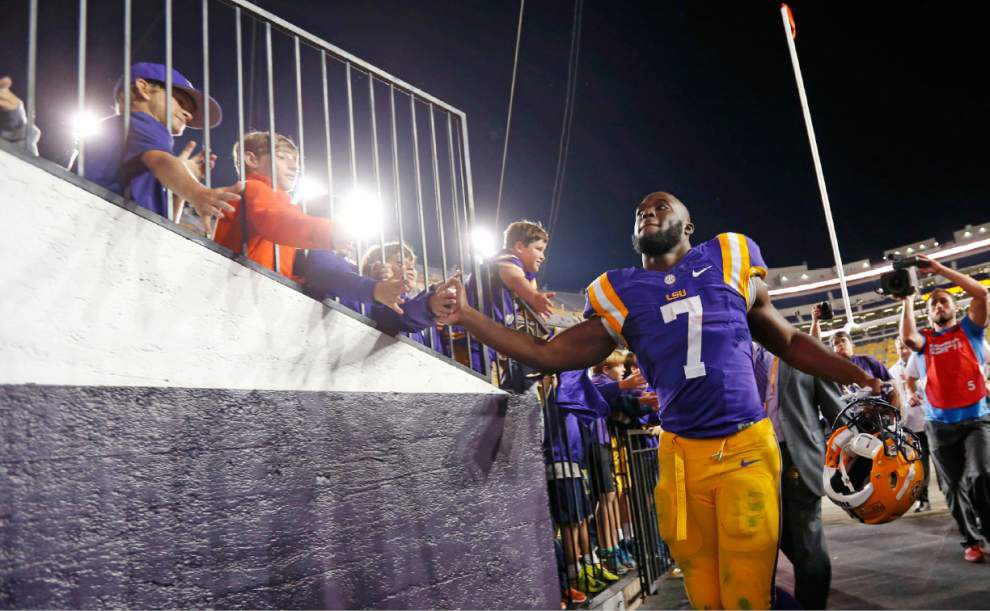 Report asks if Fournette family broke NCAA rules with BUGA website; source: family spoke with LSU, closed site _lowres