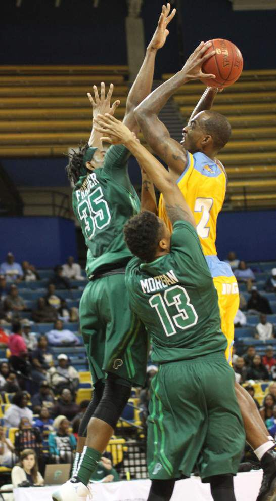 Tulane on the road to faces UConn in AAC rematch _lowres