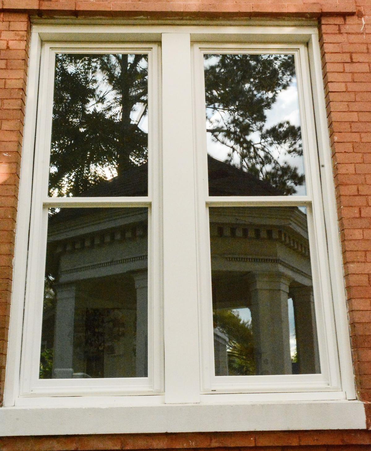 West_Feliciana_Courthouse_windows002