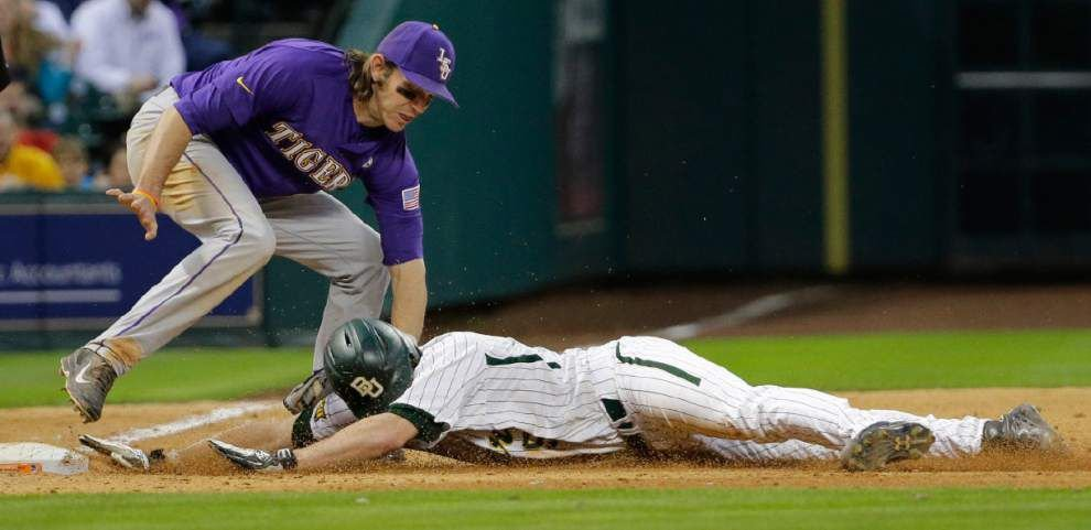 Conner Hale, Alex Lange lead LSU to dramatic 2-0 win over Baylor _lowres