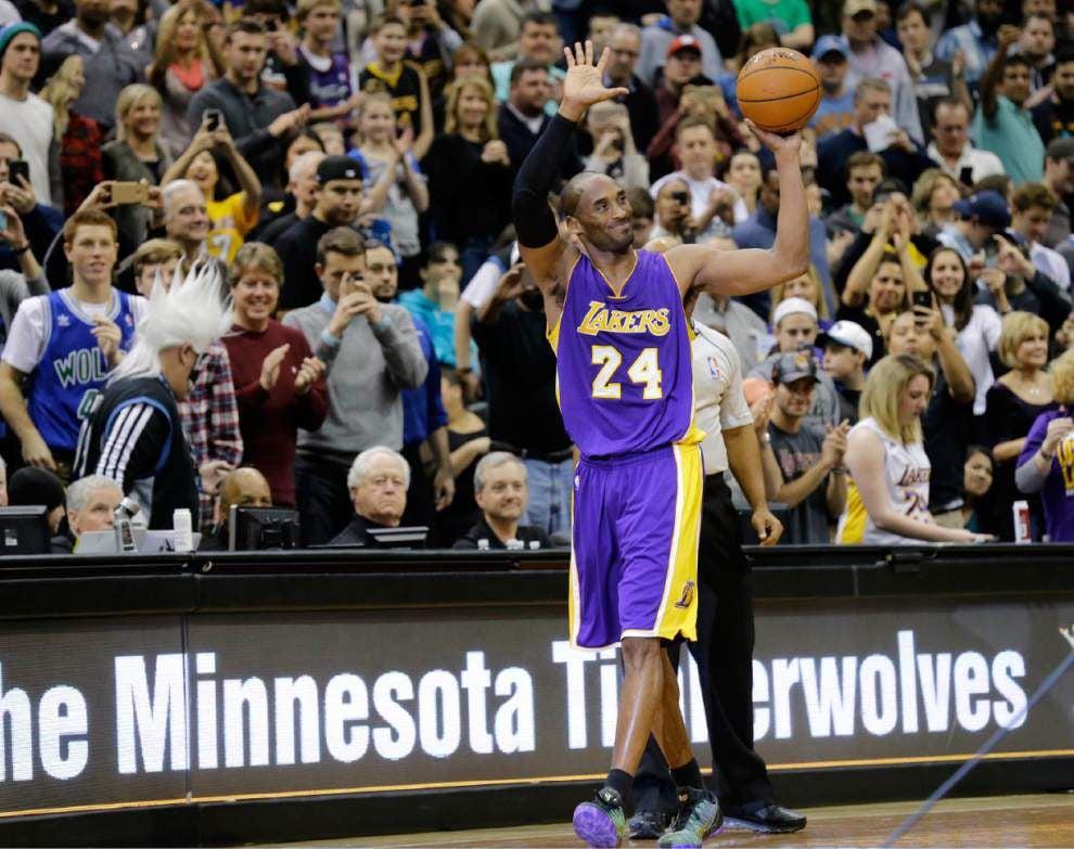 Kobe Bryant passes Michael Jordan for thirf on NBA scoring list _lowres