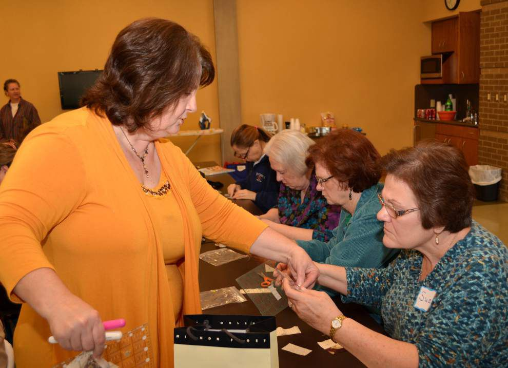 Class learns basics, history of quilting process _lowres