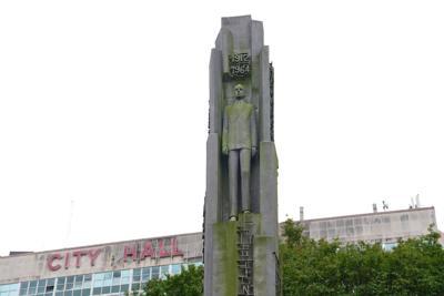 Chep Morrison statue 2019
