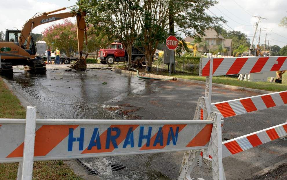 Photos, video: Raw sewage spills into River Ridge street after main break; repairs underway _lowres
