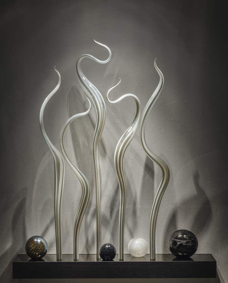 Dale Chihuly's intricate sculptures seem to wiggle and grow _lowres