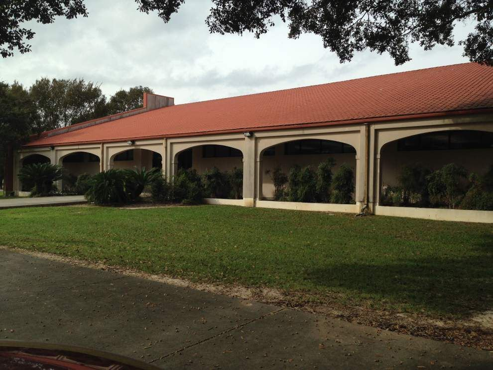 Expansion of Galvez branch library begins; Ascension councilman questions expenditure _lowres