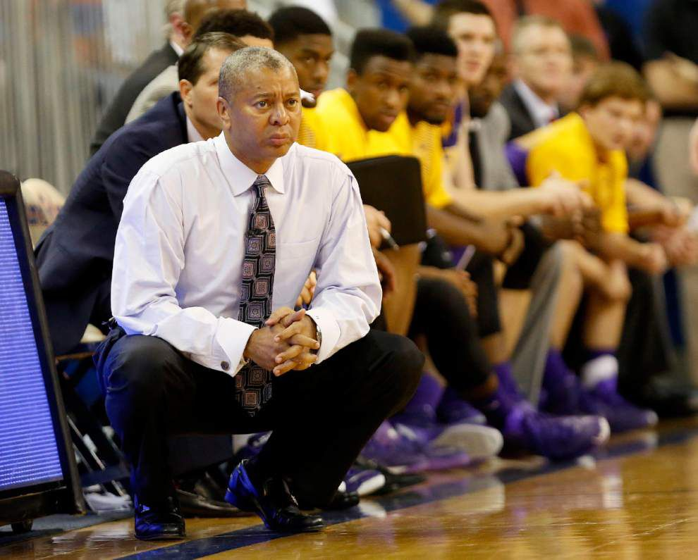 Video: LSU men's basketball coach Johnny Jones says the Tigers continue to grow as a team _lowres
