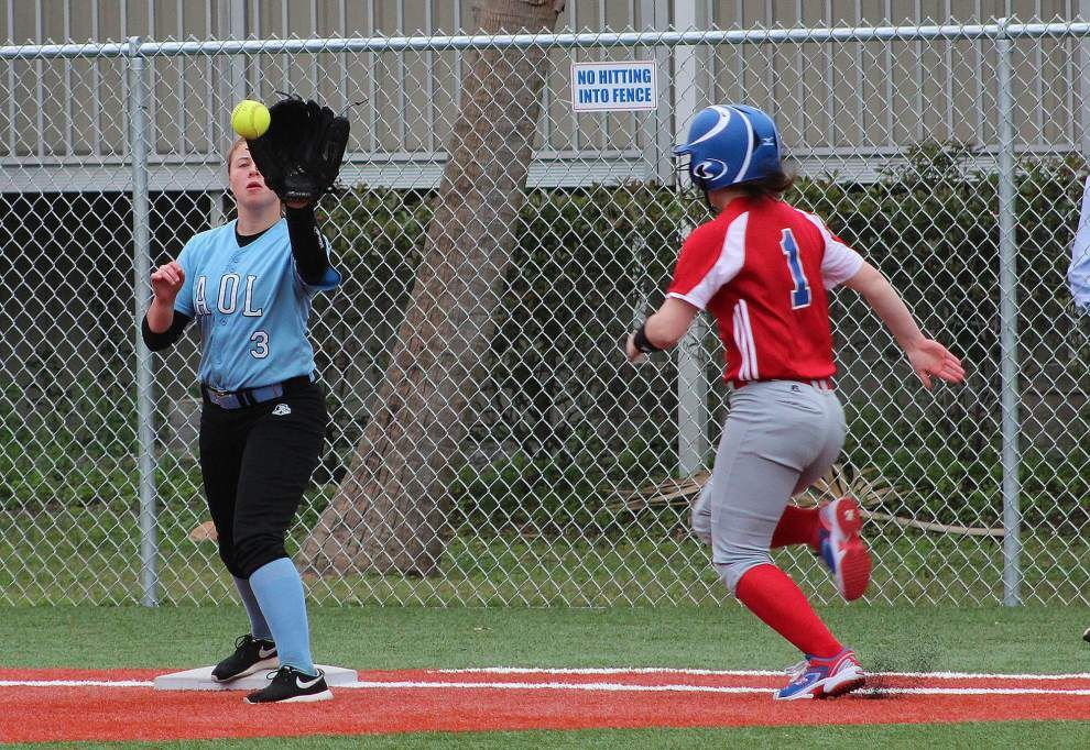 12-run rally sparks Curtis in softball _lowres