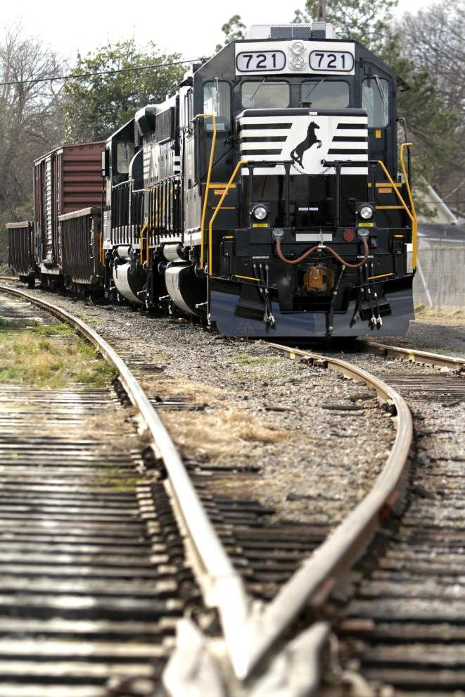 Canadian Pacific bids for railroad rival Norfolk Southern _lowres