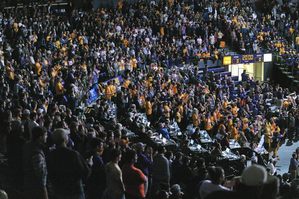 Video: Johnny Jones thanks fans at Kentucky-LSU game _lowres