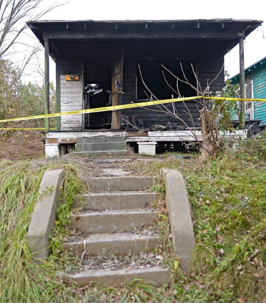 Man's body discovered after Myrtle Avenue house fire _lowres
