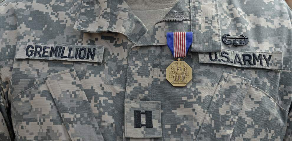 Louisiana National Guardsman receives coveted Soldier's Medal for rescuing a woman who drove into a canal _lowres