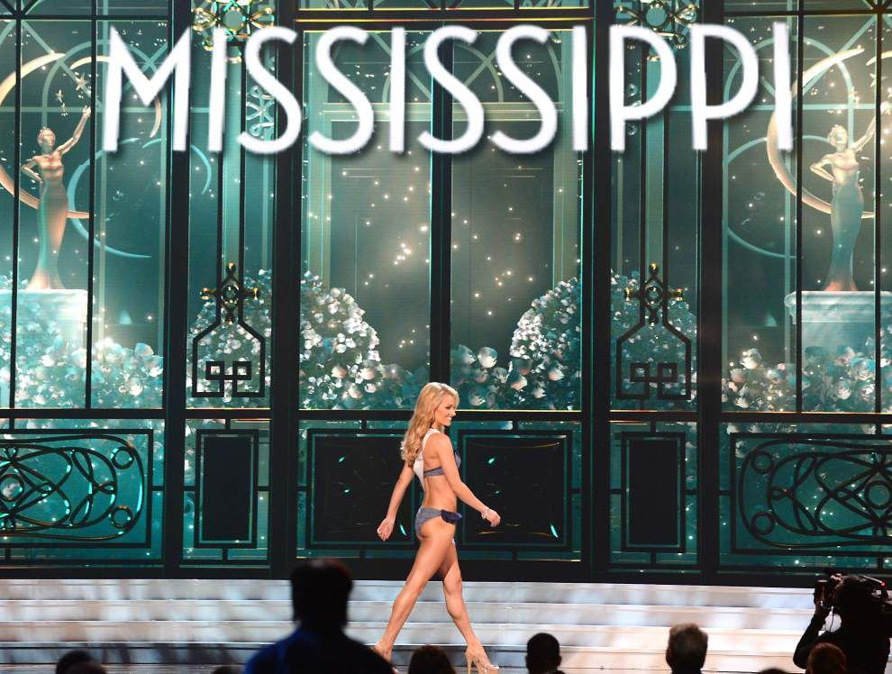Time to choose a favorite: Miss USA competition gets under way with swimsuits and evening gowns _lowres