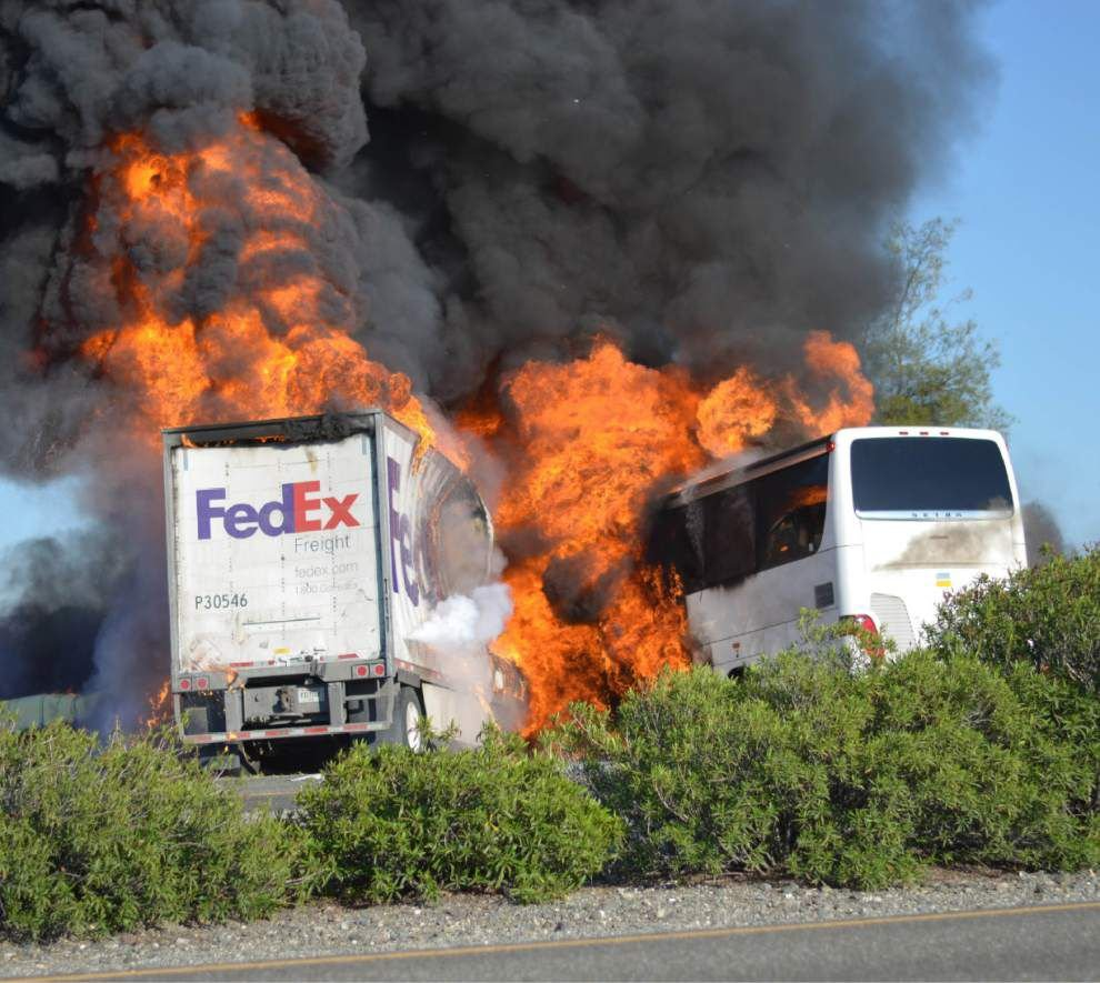 10 killed as bus, truck carrying students collide in Calif. _lowres