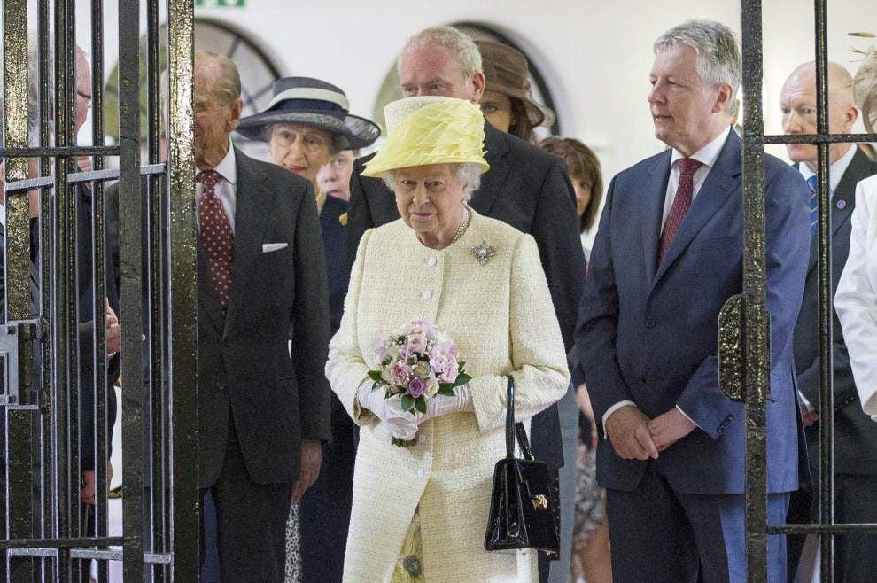UK queen visits Belfast set of 'Game of Thrones' _lowres