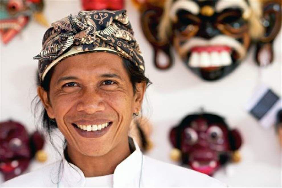 World's largest folk art market opens in Santa Fe _lowres