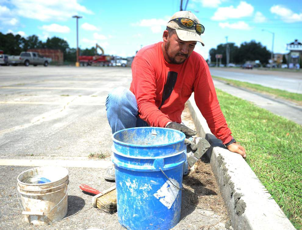 Parking to be moved during construction of South Louisiana Community College building in Lafayette; new building in St. Martinville to be completed in fall 2016 _lowres
