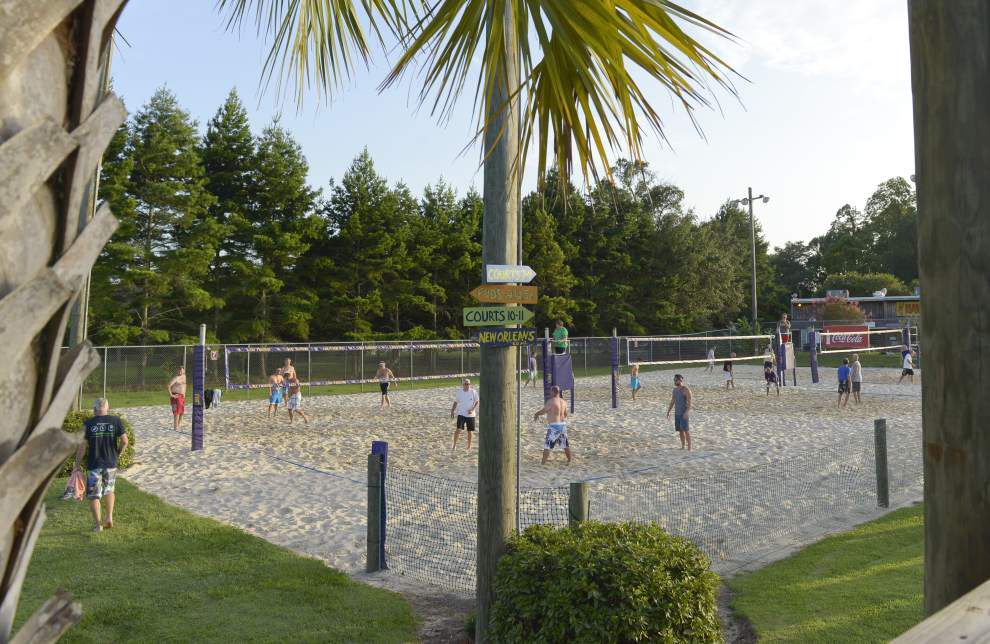 Mango's Beach Volleyball: Get some sand between your toes _lowres