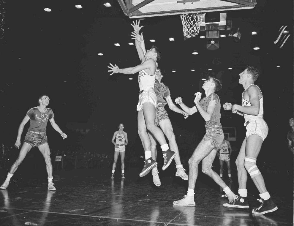 Scott Rabalais: Bob Pettit's statue will be unveiled Saturday at LSU, a long time coming for one of basketball's best ever _lowres