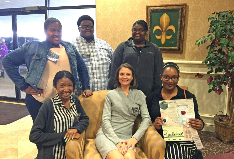 Zachary High Library Club attends conference _lowres