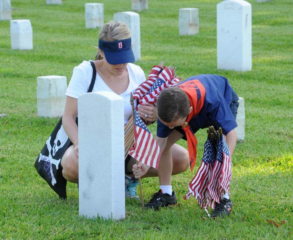 Flags at Port Hudson honor veterans _lowres