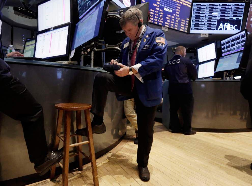 U.S. stocks head higher, easing a January slump _lowres