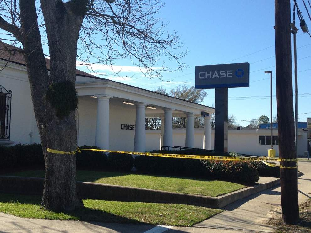 Three schools locked down Monday after bank robber leaves 'suspicious item' behind _lowres