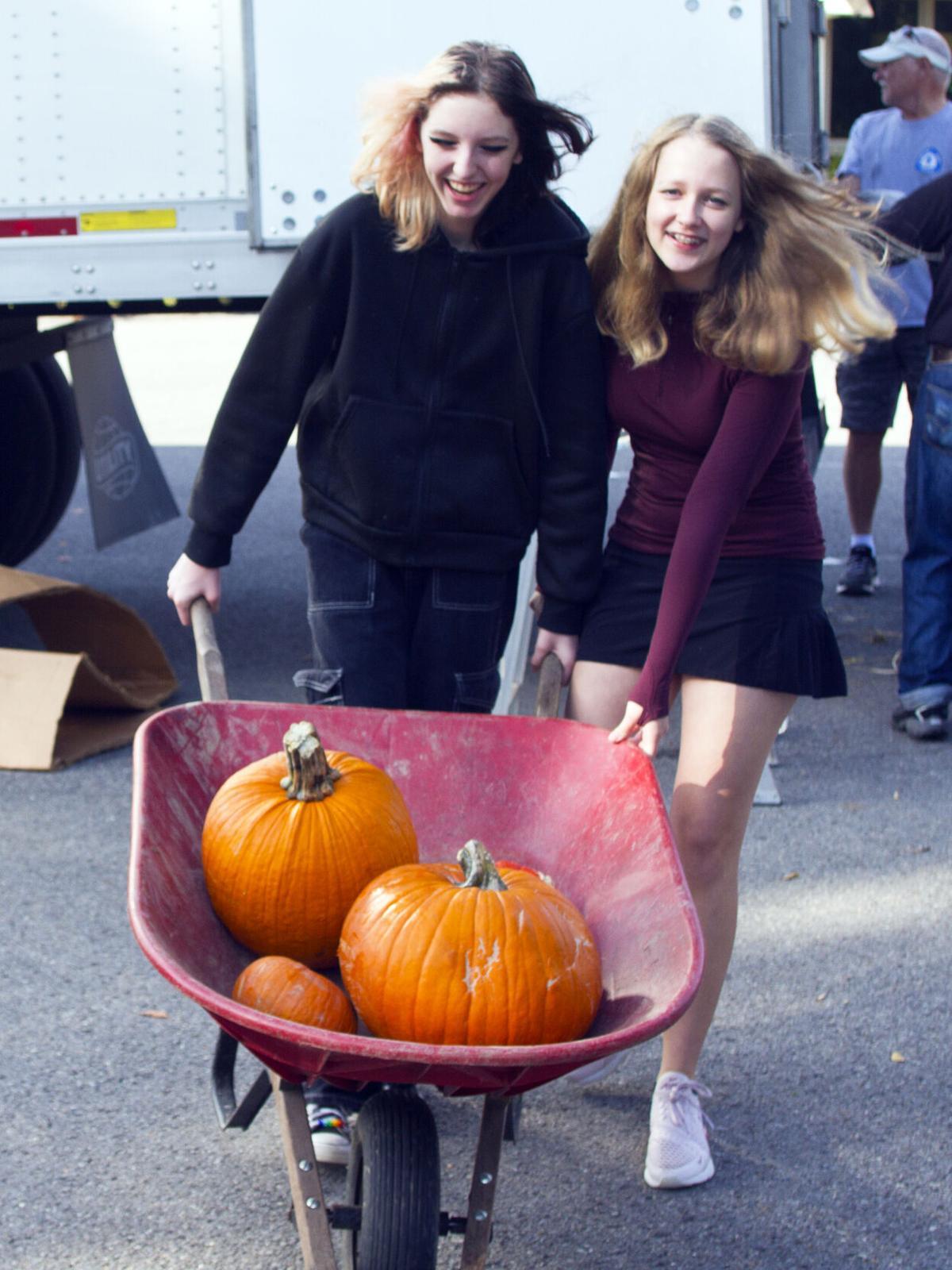 Vivian Page and Maddie Senneway