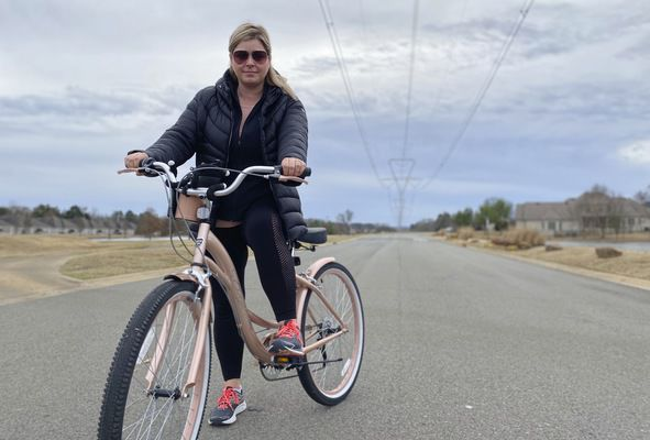 Cyclist receives electric shock riding under the power lines