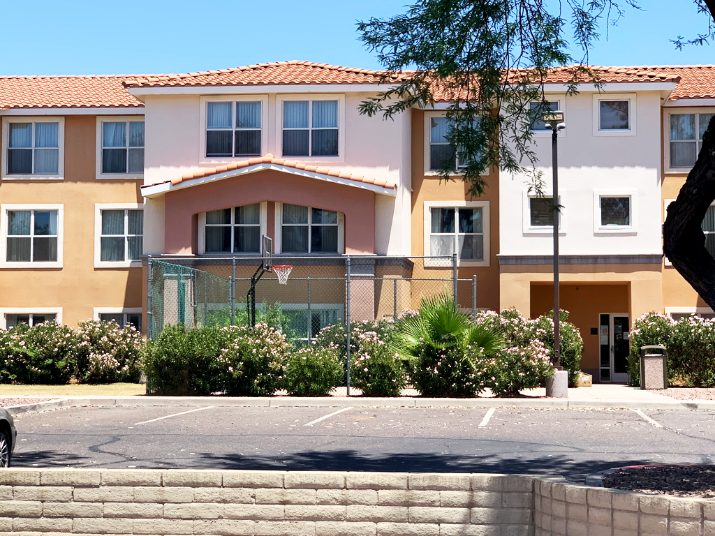 Scottsdale hotel immigrant holding facility