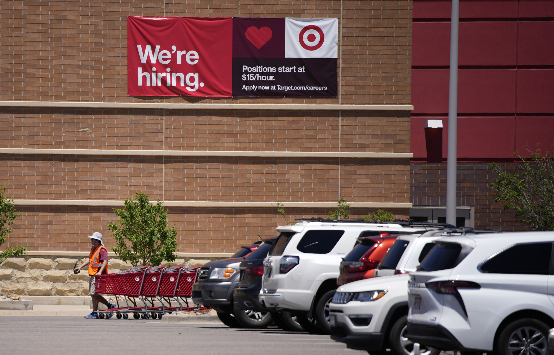 New unemployment claims in Colorado hit low since pandemic began