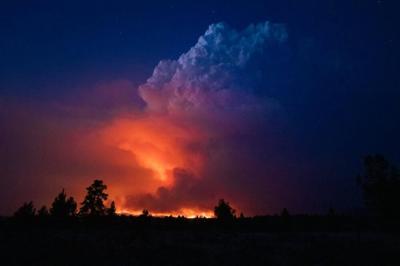 FILE —Oregon Bootleg Fire by night