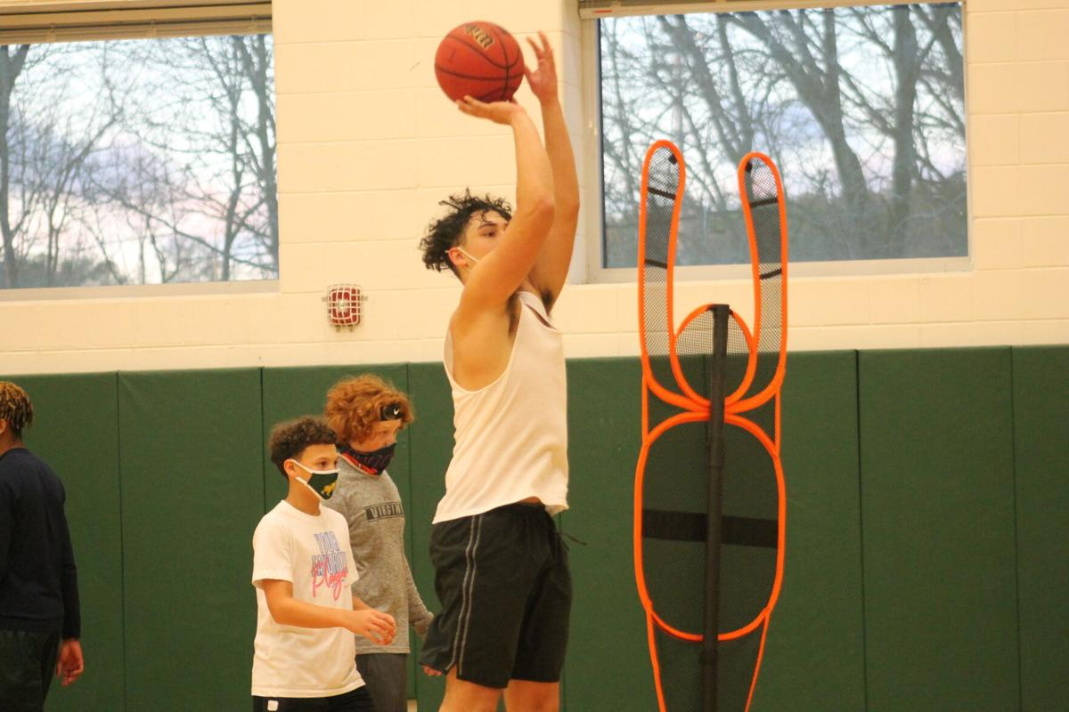 Boys' basketball enters rebuilding year