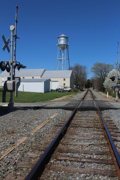 State to acquire rail line