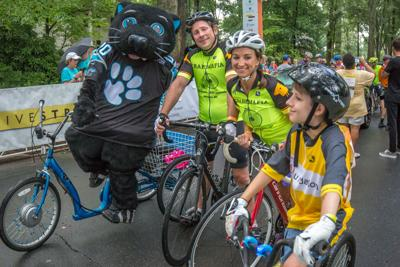 Sir Purr attends 24 Hours of Booty