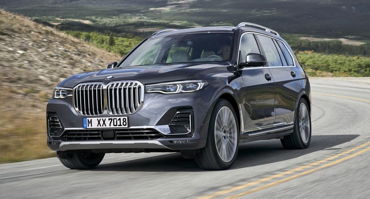 2020 BMW X7 Front Quarter 1.jpg