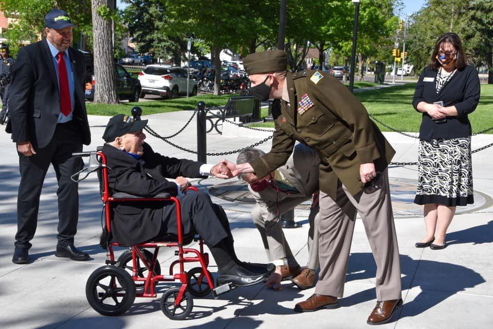 WWII Veteran Sidney Walton meets Governor Gordon