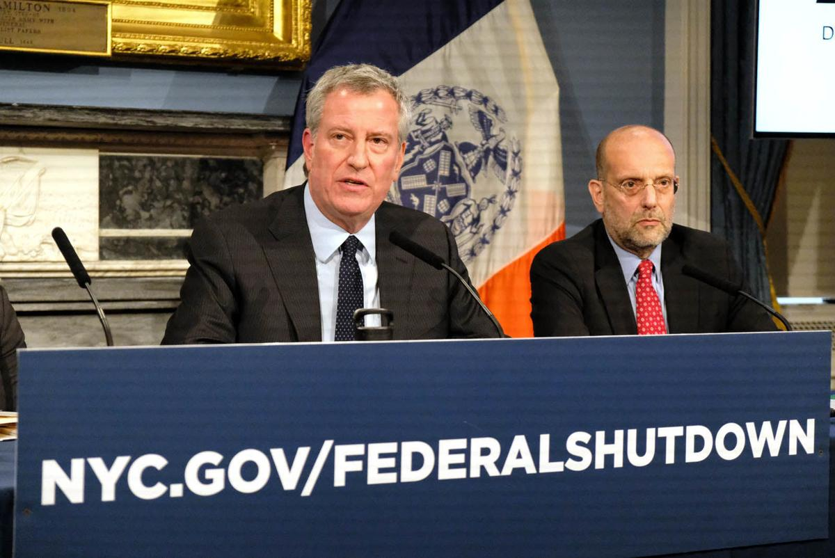 De Blasio Defends Big Gap in Pay Separating EMS From Cops