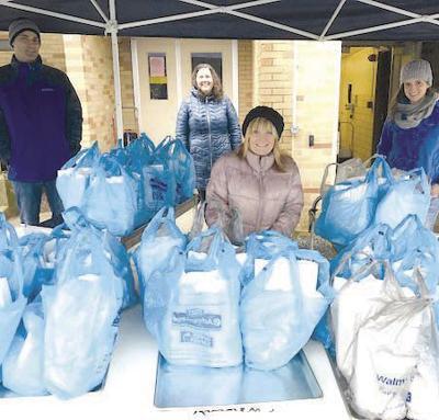 CL distributes food