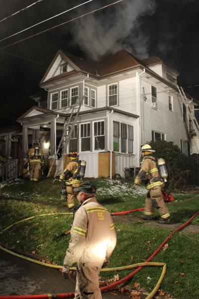 One hurt in Knox apartment complex fire