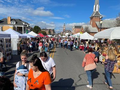 Autumn Leaf Crafters Day draws big crowd