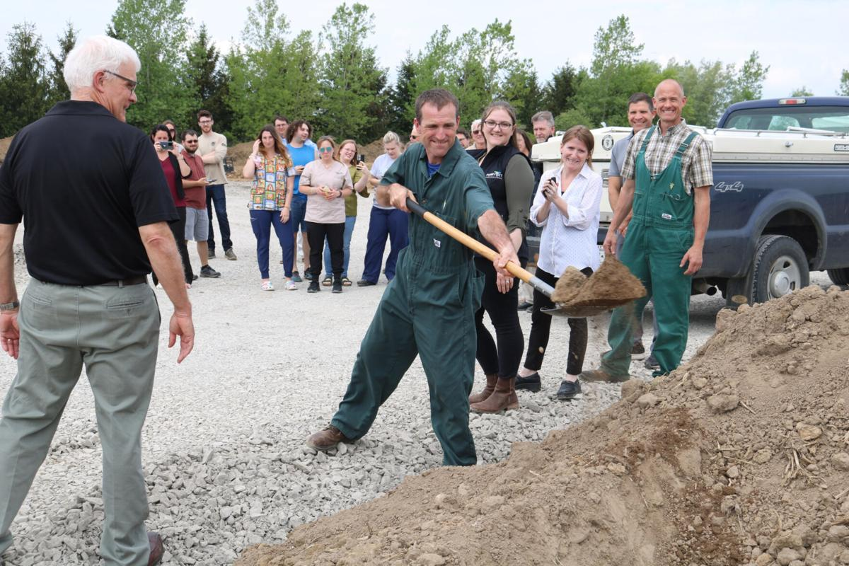 Perry Vet Clinic expands in Livonia